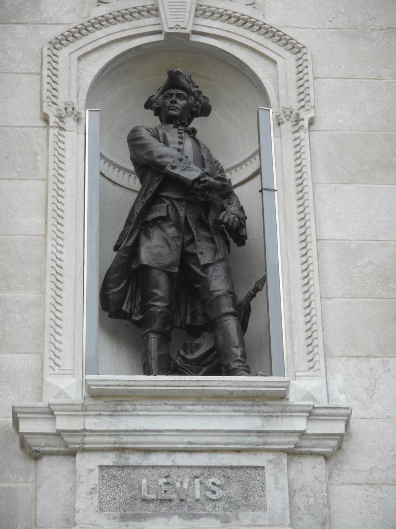 levis_ajac_francois_statue.jpg