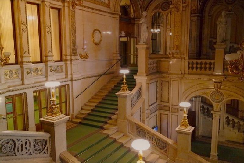 vienne_opera_escalier.jpg
