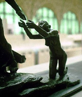 Sculpture, femme suppliante