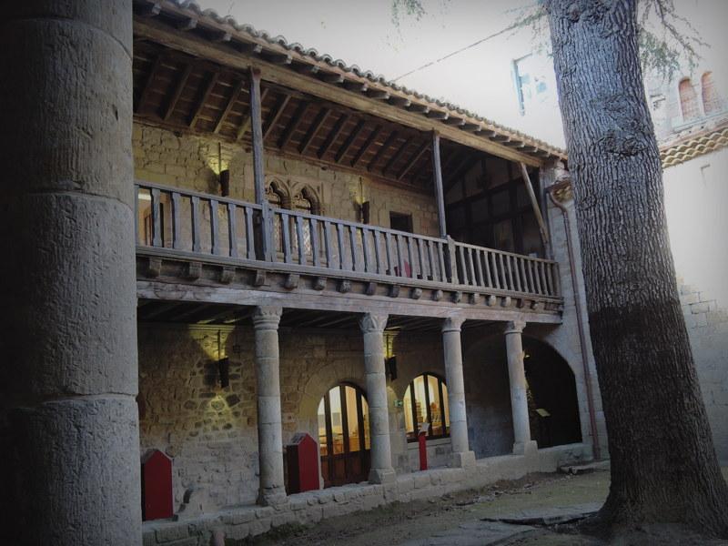 lagrasse_abbaye3.jpg